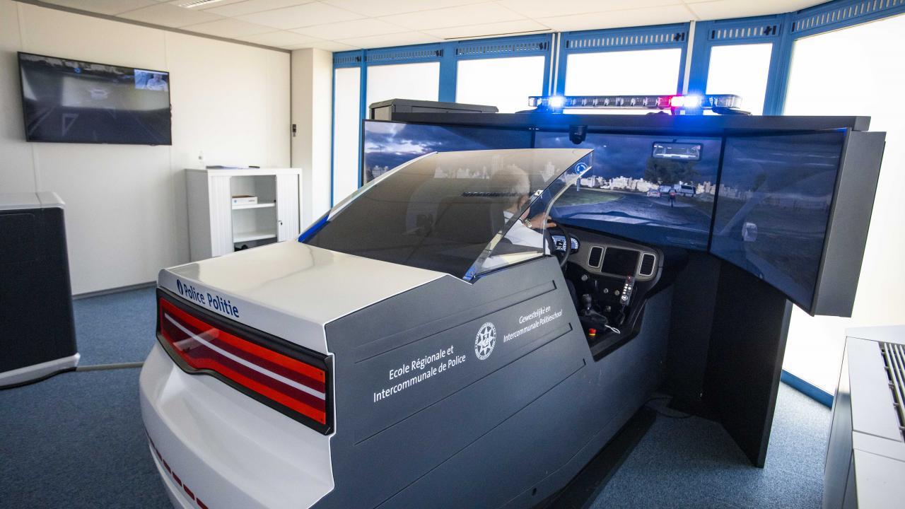 Emergency vehicle driving simulator